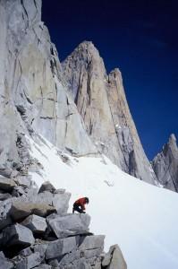 """A """"Via Franco-Argentina"""" (VIII/A2) út szóló megmászása a Fitz Roy-ra 9óra alatt az alaptábortól a csúcsig"""