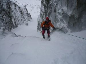 Ereszkedés a sziklalépcsőn